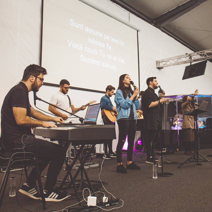Departament Biserica Lumina Laudă și închinare